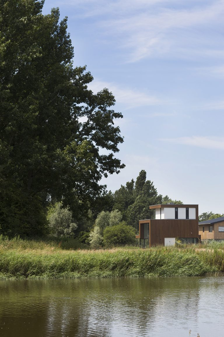 Villa D+H exterieur 1 ligging aan het water en bos