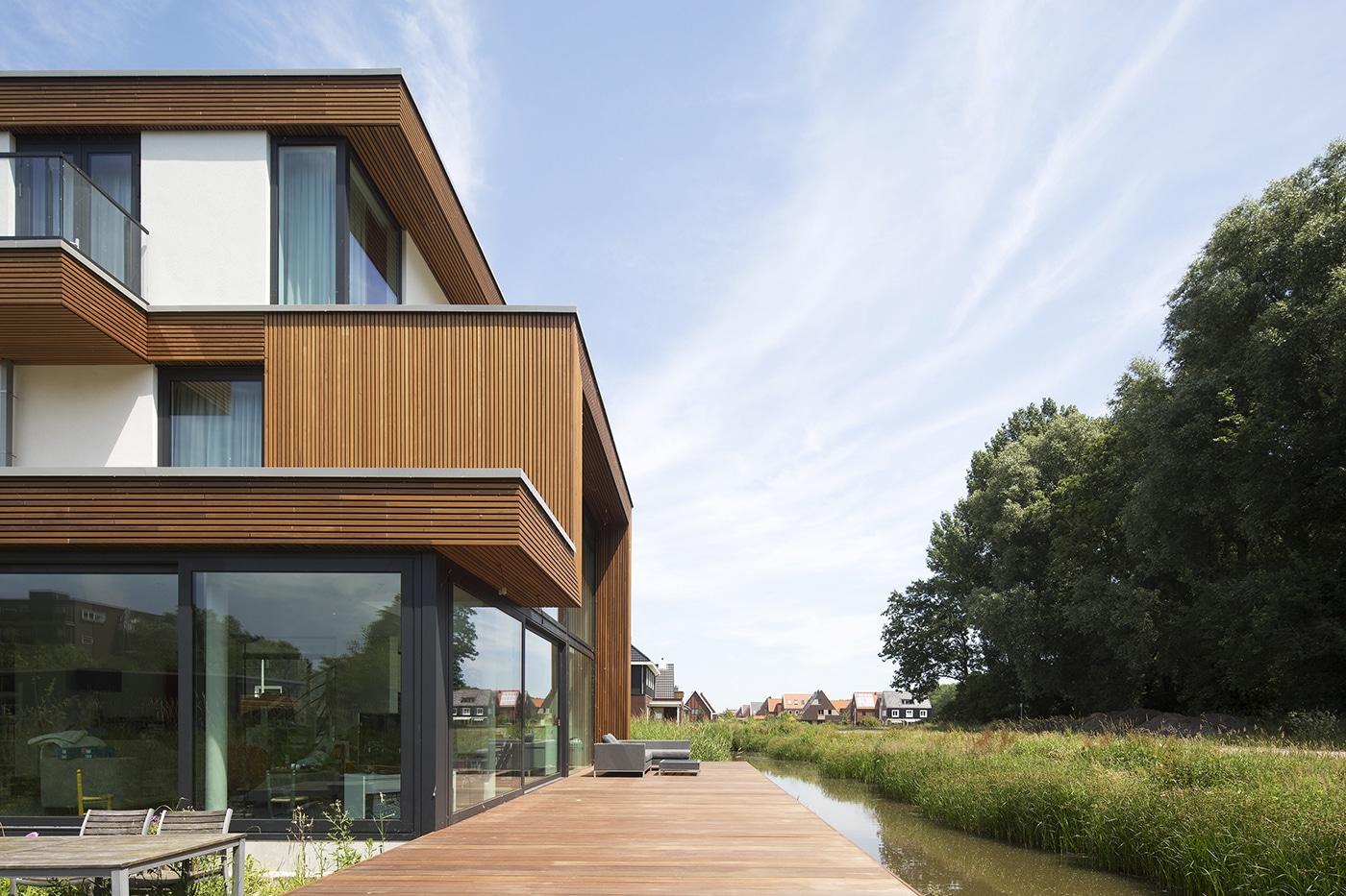 Villa D+H exterieur 4 terras aan het water